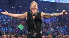 Chris Jericho steckt Dean Ambrose in eine Zwangsjacke: Fotos