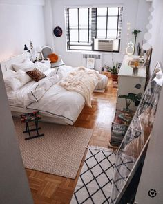 Small and Stylish Bedroom Design Trends and Ideas in 2019 Part bedroom ideas; bedroom ideas for small room; Small Room Bedroom, Bedroom Decor, Bedroom Ideas, Design Bedroom, Master Bedroom, Bedroom Rustic, Bedroom Orange, Small Room Design, Stylish Bedroom