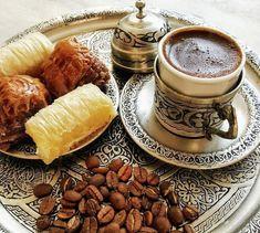 Coffee Set, I Love Coffee, Coffee Cafe, Coffee Break, Morning Coffee, Iced Coffee, Coffee Photography, Food Photography, Coffee Brownies