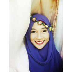 hijab romantic vintage look with flowercrown