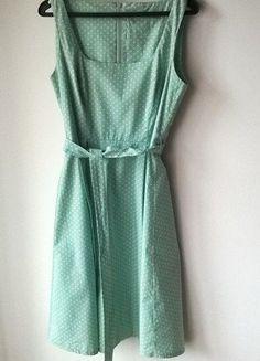 Jasnozielona sukienka z kropki