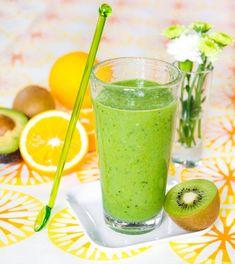 Energismoothie med apelsin, kiwi och spenat   Allas Recept Lchf, Great Recipes, Cantaloupe, Smoothies, Detox, Kiwi, Food And Drink, Health Fitness, Breakfast