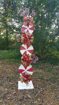 Peppermint Stand Tutorial, Candy Cane Tutorial, Decor Tutorial, DIY Christmas Tutorial, Christmas Decorations This tutorial is to teach you how to make the peppermint stand. The possibilities are endless. Christmas Wood Crafts, Christmas Porch, Simple Christmas, Christmas Projects, Christmas Tree Decorations, Christmas Holidays, Christmas Wreaths, Christmas Ornaments, Christmas Float Ideas