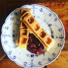 Waffle com geleia de morango caseira!