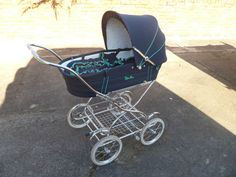 TRADITIONAL SILVER CROSS PRAM IN NAVY WITH GREEN PIPING