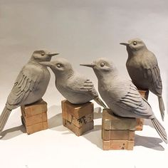 Clay Art Projects, Sculpture Clay, Ceramic Sculpture, Ceramic Birds, Ceramics, Pottery Painting Designs, Ceramic Birds Sculpture, Ceramic Art Sculpture, Sculpting Clay