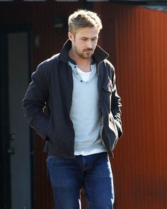 He walked to a van. The 50 Absolute Sexiest Things Ryan Gosling Did In 2013 Ryan Gosling Style, Ryan Gosling Fashion, Celebrity Crush, Celebrity Style, Ryan Thomas, Happy V Day, Sexy Men, Hot Men, Hot Guys