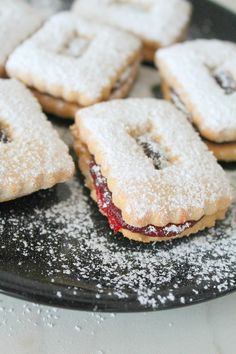 These soft, buttery, sugar dusted, jam packed Strawberry Linzer Cookies are perfect for weeknight desserts or a holiday table! Fun Easy Recipes, Best Cookie Recipes, Brownie Recipes, Snack Recipes, Dessert Recipes, Yummy Recipes, Easy Desserts, Delicious Desserts, Yummy Food
