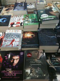 Op tafel bij Boekhandel Stumpel in Krommenie. Mooi plekje zo!