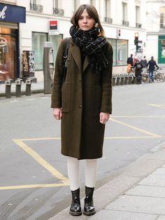 12-Tone Dark Autumn (Sci-Art method) |【ELLE】olive coat, check scarf and docs.