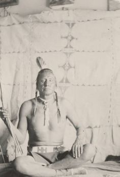 Stabs by Mistake, Пикуни. 1920 год. Монтана.