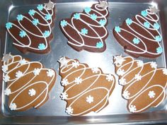 Christmas Tree Cookies - I did these in chocolate and then also in gingerbread(which was my fav) (christmas desserts decorations) Christmas Biscuits, Christmas Tree Cookies, Christmas Sweets, Christmas Cooking, Christmas Gingerbread, Holiday Cookies, Gingerbread Cookies, Snowflake Cookies, Santa Cookies