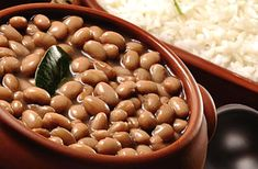 Flavors of Brazil: RECIPE - Pressure Cooker Beans (Feijão na Panela de Pressão). A much faster way to make delicious feijao, or Brazilian beans! (This method could work for any type of bean you'd like to cook--no pre-soaking required!)