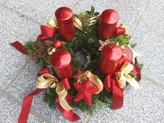Adventkranz rot-gold 2017 Advent, Christmas Wreaths, Holiday Decor, Home Decor, Crown Cake, Red, Christmas Garlands, Homemade Home Decor, Holiday Burlap Wreath