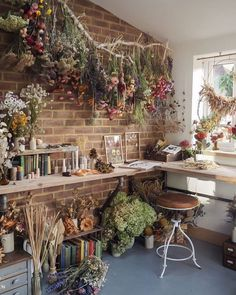 Lake House Interior Design & Decor Enjoy Spring all-year-round by incorporating dried florals into y My New Room, My Room, Cottage In The Woods, Witch Cottage, Cottage Style, Aesthetic Bedroom, Cottage Interiors, Flower Shop Interiors, Dried Flowers