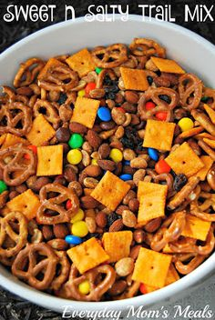 Sweet n Salty Trail Mix - Everyday Mom's Meals Recipes - Snack Trail Mix Recipes, Snack Mix Recipes, Cooking Recipes, Snack Mixes, M And M Trail Mix Recipe, Kids Snack Mix, Snack Ideas For Kids, Summer Snack Recipes, Food Ideas