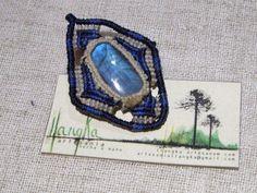 Algunas piezas con piedras de la India. Broche con labradorita