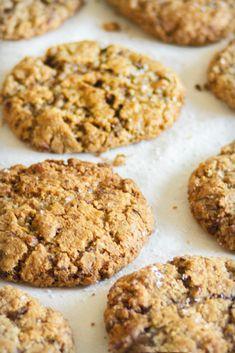 18 stuks / 20 min / Nederlands recept. Zowel pecannoten, chocolade als kokos komt niet uit Colorado, maar toch is dit het signature food uit die staat. Het is logisch dat ze er trost op zijn, want het is een chocolate chip cookie, maar dan nog beter. Min, Colorado, Chips, Snacks, Cookies, Desserts, Food, Crack Crackers, Tailgate Desserts