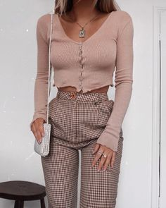 Can always rely on vintage trousers for a decent fit 🙌 unrelated - but where are you from? Let me know in the comments 🙊 I'm so curious! Best Casual Outfits, Trendy Summer Outfits, Classy Outfits, Beautiful Outfits, Cool Outfits, Fashion Outfits, Girl Fashion, Fashion Women, Woman Clothing
