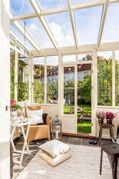 Vintage Glass Veranda Designed For Relaxation