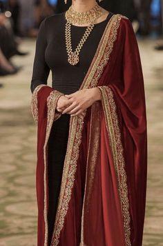 Desi Wedding Dresses, Pakistani Formal Dresses, Pakistani Wedding Outfits, Pakistani Dress Design, Bridal Outfits, Indian Dresses, Indian Outfits, Salwar Designs, Kurta Designs Women
