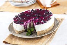 """Cheesecake com mirtilos - Teleculinária Cheesecake Trifle, Cheesecake Recipes, Dessert Recipes, Cheesecakes, Yummy Drinks, Delicious Desserts, Pretzel Desserts, Salty Cake, Cupcakes"