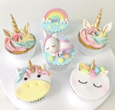 Licorne - Pastel Rainbow First Birthday - # Cumpleaños - Weihnachten - Cupcake Rainbow First Birthday, Unicorn Birthday Parties, Unicorn Party, Birthday Cake, Fun Cupcakes, Cupcake Cakes, Cupcakes Pastel, Decoration Cupcakes, Fondant Cupcakes