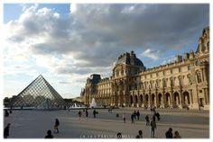 Louvre [2010 - Paris - França / Francia / France] #fotografia #fotografias #photography #foto #fotos #photo #photos #local #locais #locals #cidade #cidades #ciudad #ciudades #city #cities #europa #europe #monumento #monumentos #monument #monuments #turismo #tourism #museu #museus #museo #museos #museum #museum