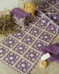 Just a quick entry here to show you what's on my work table this week: soft colors once again and a new light crochet square motif . Crochet Motifs, Crochet Blocks, Crochet Squares, Thread Crochet, Crochet Granny, Filet Crochet, Crochet Doilies, Granny Squares, Diy Crafts Crochet