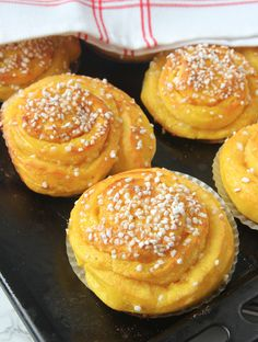 saftigasaffransbullar Coffee And Walnut Cupcakes, Swedish Recipes, Donuts, Bakery Recipes, Christmas Sweets, Recipes From Heaven, Food Crafts, Food Inspiration, Great Recipes
