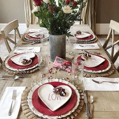 Inspiring Valentine Table Decor Ideas For Romantic Dinner - Two or three weeks prior I went to a cozy dinner party and figured the introduction would be incredible for a Valentine Day dinner. These Valentine& . My Funny Valentine, Valentine Day Love, Valentine Day Crafts, Valentine Party, Valentines Food, Valentines Day Dinner, Valentines Day Decorations, Valentine Table Decor, Valentines Day Tablescapes