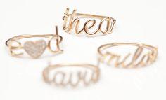 C'è una linea di gioielli che sta facendo impazzire le belghe. Dimenticatevi Tiffany, ormai super inflazionato. In un paese nel quale i bracciali DoDo non sono mai arrivati, e nel quale nessuno segue i diktat della moda, ma quelli del proprio senso estetico, è nata Théa Théa come la bimba di Emilie Duchêne …