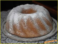 Ultra rýchla bábovka z mikrovlnky za 8 minút - to musíte vyskúšať! Bunt Cakes, Cast Iron Dutch Oven, Czech Recipes, No Bake Pies, Sweet Bread, How To Make Cake, Food And Drink, Cooking Recipes, Pudding