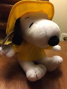 "Hallmark Spring Showers Snoopy Peanuts Gang 7"" Plush Yellow Rain Coat & Hat…"