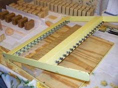 Plans to Make A Deluxe Soap Loaf Cutter for Soapmaking Soap Making Recipes, Homemade Soap Recipes, Bath Recipes, Diy Savon, Soap Cutter, Sugar Soap, Candle Making Supplies, Soap Shop, Soap Molds