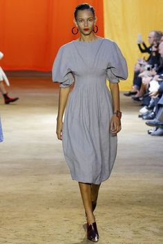 Celine Parigi - Spring Summer 2016 Ready-To-Wear - Shows - Vogue. Paris Fashion Week, Runway Fashion, Spring Fashion, High Fashion, Fashion Show, Fashion Fashion, Fashion Trends, Celine, Phoebe Philo