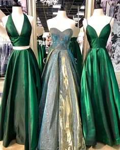 Emerald green two piece prom dress emerald green ball gown Stunning Prom Dresses, Prom Dresses Two Piece, Unique Prom Dresses, Ball Dresses, Two Piece Gown, Beautiful Gowns, Formal Dresses, Debut Gowns, Debut Dresses