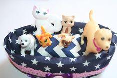 Kiskanapé Barbie cicáinak és kutyáinak. / Sofa for Barbie dogs and Barbie cats