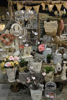 A perfect booth for a florist! Every bride in town will want to order from this one! Sell it with your booth display! Vintage Display, Antique Booth Displays, Vintage Store, Antique Booth Ideas, Antique Mall Booth, Antique Stores, Flea Market Displays, Flea Market Booth, Flea Market Style