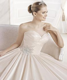 Eugenia - La Sposa - Princess Gown Dress- Blush Wedding Dress - Pockets - Vestidus