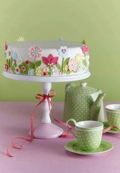 Cake decorating isn't quite as hard as it looks. Listed below are a couple of straightforward suggestions and tips to get your cake decorating job a win Gorgeous Cakes, Pretty Cakes, Amazing Cakes, Baby Cakes, Fondant Cakes, Cupcake Cakes, Petit Cake, Mothers Day Cake, Spring Cake