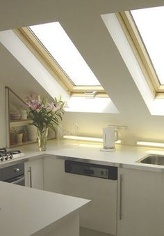 Mesmerizing master bathrooms with skylight. Apartment Therapy, Attic Apartment, Attic Rooms, Attic Design, Küchen Design, Apartment Kitchen Organization, Log Home Kitchens, Modern Modular Homes, Kitchen Modular