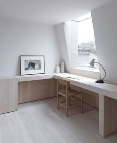 Ingersoll Road by McLaren Excell. Ingersoll Road is a beautiful terraced house with simplicity located in London United Kingdom designed by McLaren Excell. Minimalist Furniture, Minimalist Interior, Minimalist Home, Attic Apartment, Attic Rooms, Attic Bathroom, Attic Renovation, Attic Remodel, Attic Wardrobe
