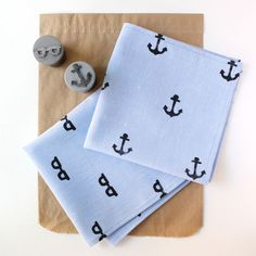 Father's Day #DIY: The 'Hipkerchief' — make your own stamp and make dad a hip handkerchief! #FathersDay #Gifts