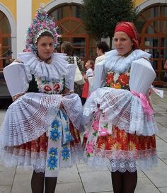 Ostrožský kroj - jižní morava - Costumes from South Moravia, Czech republic Europe Fashion, Fashion History, Bohemian Costume, Costumes Around The World, Cool Costumes, Costume Ideas, Bridal Cape, Beauty Around The World, Folk Dance