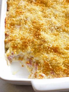 Chicken Cordon Bleu Casserole has layers of chicken, ham, cheese sauce, and buttery Panko breadcrumbs. This is an easy dinner that everyone loves. Chicken Cordon Blue Casserole, Cordon Bleu Casserole, Ham Casserole, Easy Casserole Recipes, Hamburger Casserole, Easy Chicken Cordon Bleu, Kraft Foods, Kraft Recipes, My Recipes