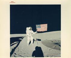 エドガー・ミッチェル撮影、アラン・シェパードとアメリカ国旗、アポロ14号 Edgar Mitchell, Alan Shepard and the American flag, Apollo 14, February 1971