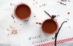 Warme chocolademelk met amandelmelk - Mind Your Feed