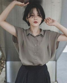 These short bob hairstyles are amazing. These short bob hairstyles are amazing. Girl Short Hair, Short Girls, Short Hair Cuts, Asian Short Hair, Short Hair For Round Face, Short Hair Tomboy, Shot Hair Styles, Curly Hair Styles, Pelo Ulzzang