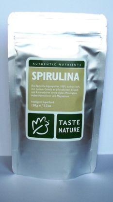 Spirulina platensis es una microalga verde-azul que se produce en aguas alcalinas. Su alto contenido de proteína es única en el mundo de las plantas. Además contiene una alta proporción de los ocho aminoácidos esenciales, particularmente rico en nutrientes: hierro, selenio, magnesio, zinc, fósforo. Mañana, tarde y noche, de 1 a 1 1/2 cucharaditas en líquidos (sopas), jugo de manzana, cereales y en muchos platos. (con verduras en una licuadora o jugo de tomate, sal, pimienta).